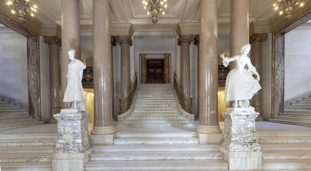 Statues de Carmen et Marion © RMN-Grand Palais - Christophe Chavan