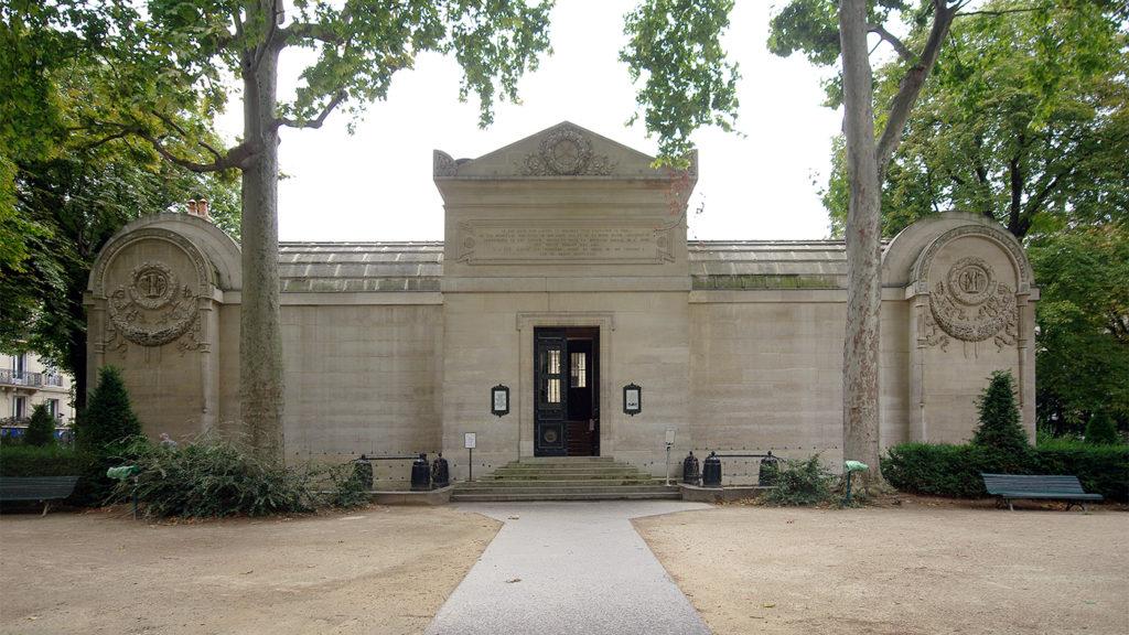 Façade de la chapelle expiatoire Paris