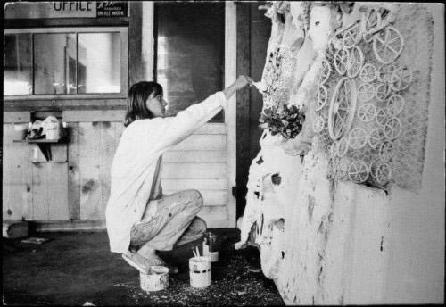 Niki de Saint Phalle kneeling