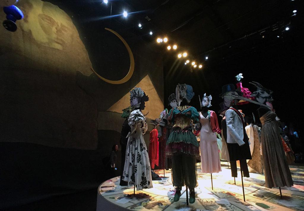 Dernière salle de l'exposition présentant les plus beaux costumes de l'Opéra Comique depuis 2007