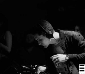 Bonsoir plongé dans ses errances de groove, lors de la première soirée Coquelicot Records. Crédits Valentin Loredo