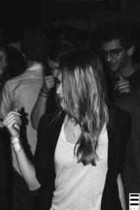 Ambiance lors de la première soirée Coquelicot Records. Crédits Valentin Loredo