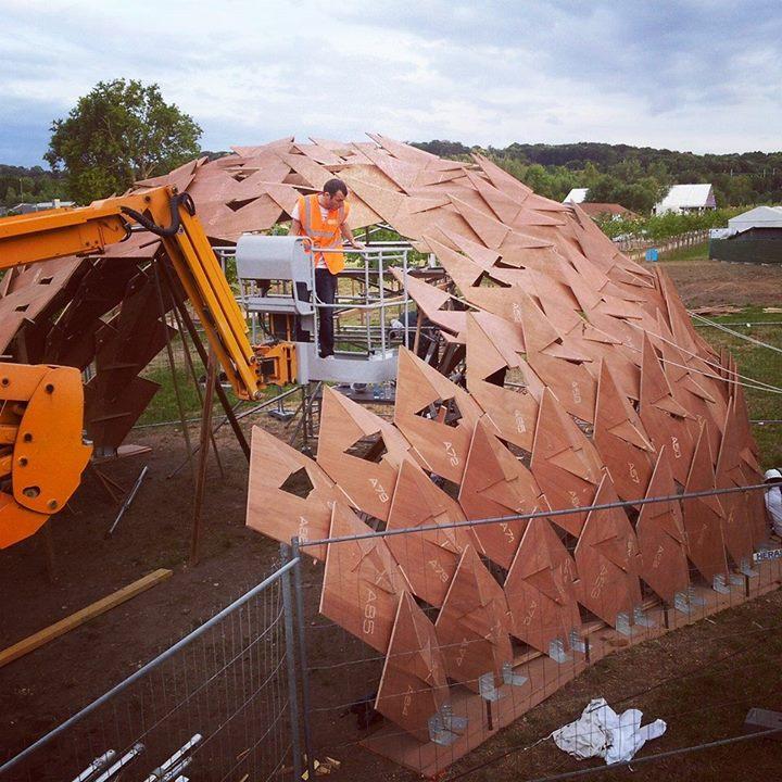 Projet d'architecture Solar au WoMa - phase d'assemblage du pavillon