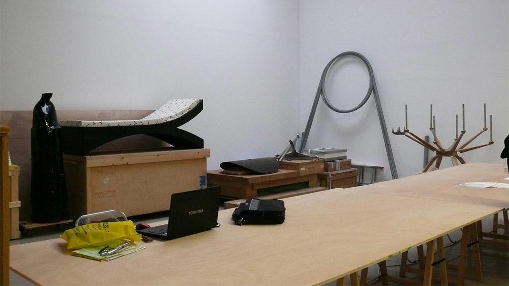 Ouverture pour inventaire, vue de l'espace de travail dans l'exposition