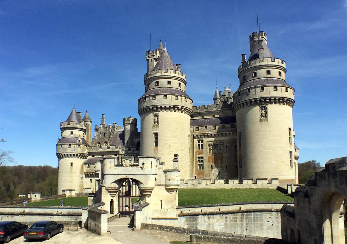 un château - 26 juillet - ajonc Bravo Martine Pierrefonds
