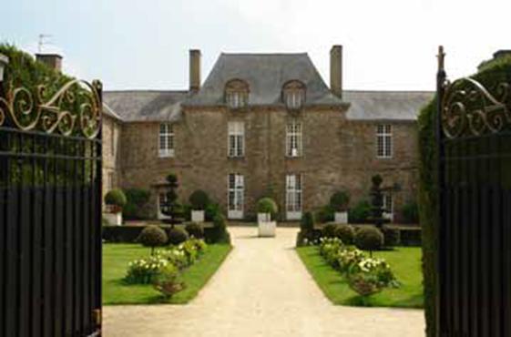 Cour d'honneur du Château de La Ballue © Hubert Moal