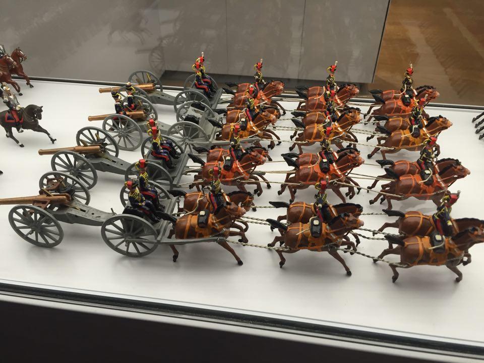 Détails figurines historiques - Cabinets insolites