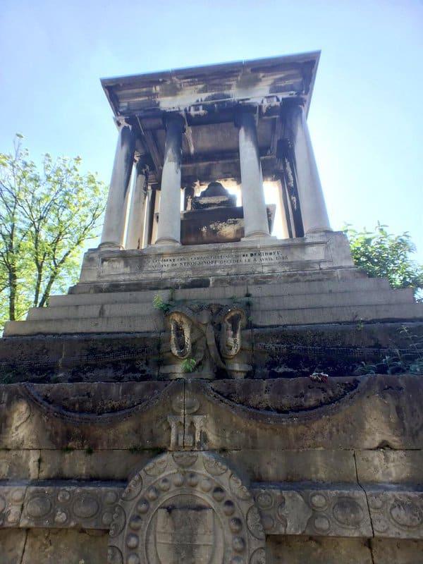 Le tombeau de la baronne de Stroganoff au Père Lachaise