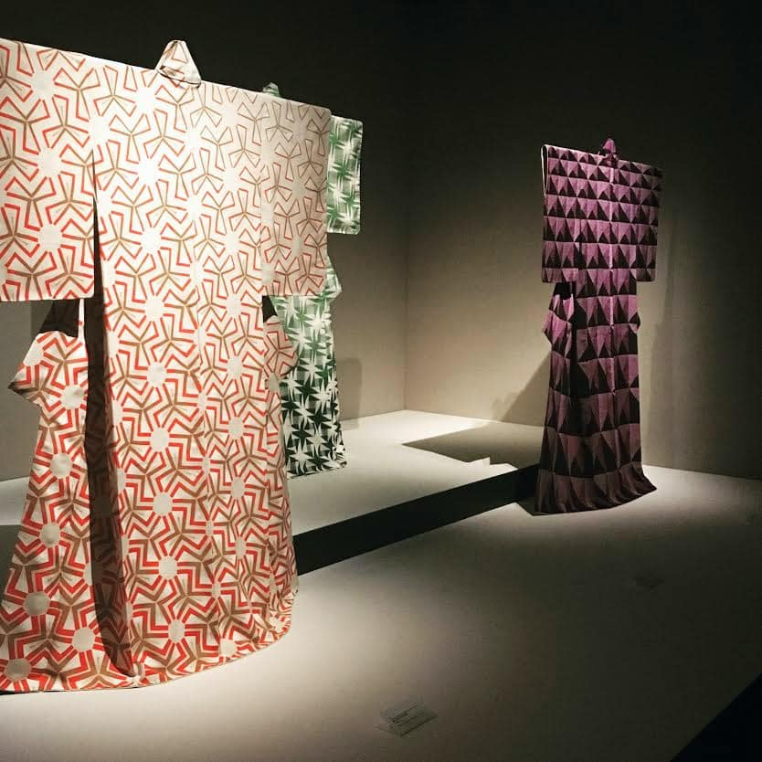 Kimonos en présentation dans l'exposition