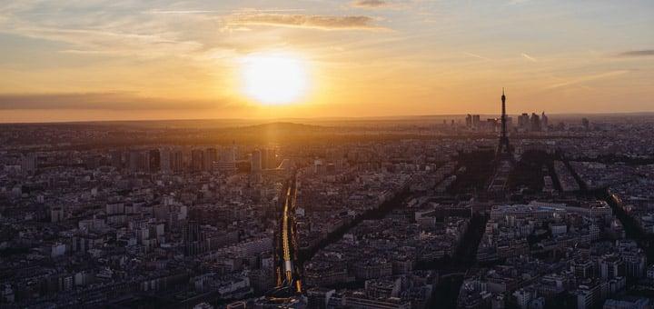 Coucher de soleil sur Paris et la Tour Eiffel depuis la Tour Montparnasse
