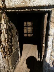 Entrée d'un cachot du Mont Saint Michel