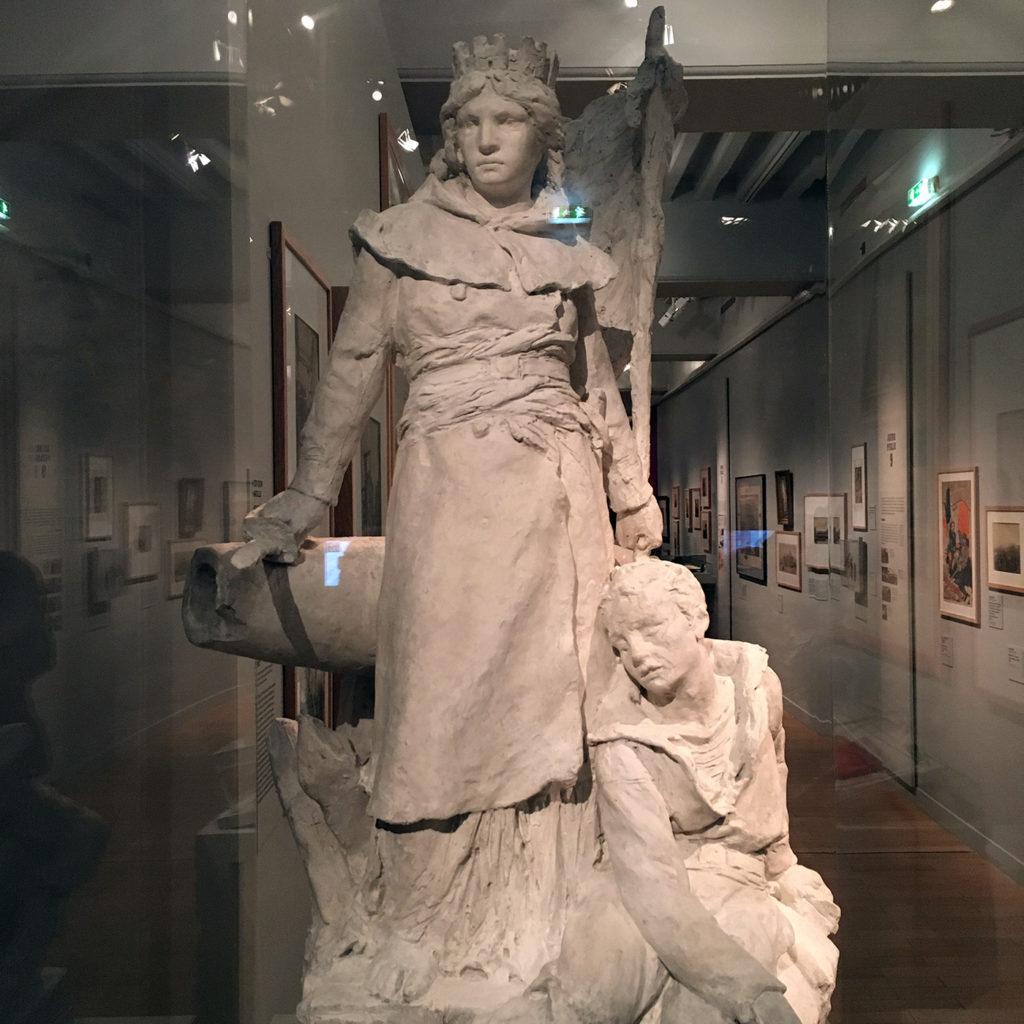Statue La défense de Paris par Louis-Ernest Barrias, 1879, esquisse en plâtre, Paris, conservation des œuvres d'art religieuses et civiles © Photo L. Albaret.