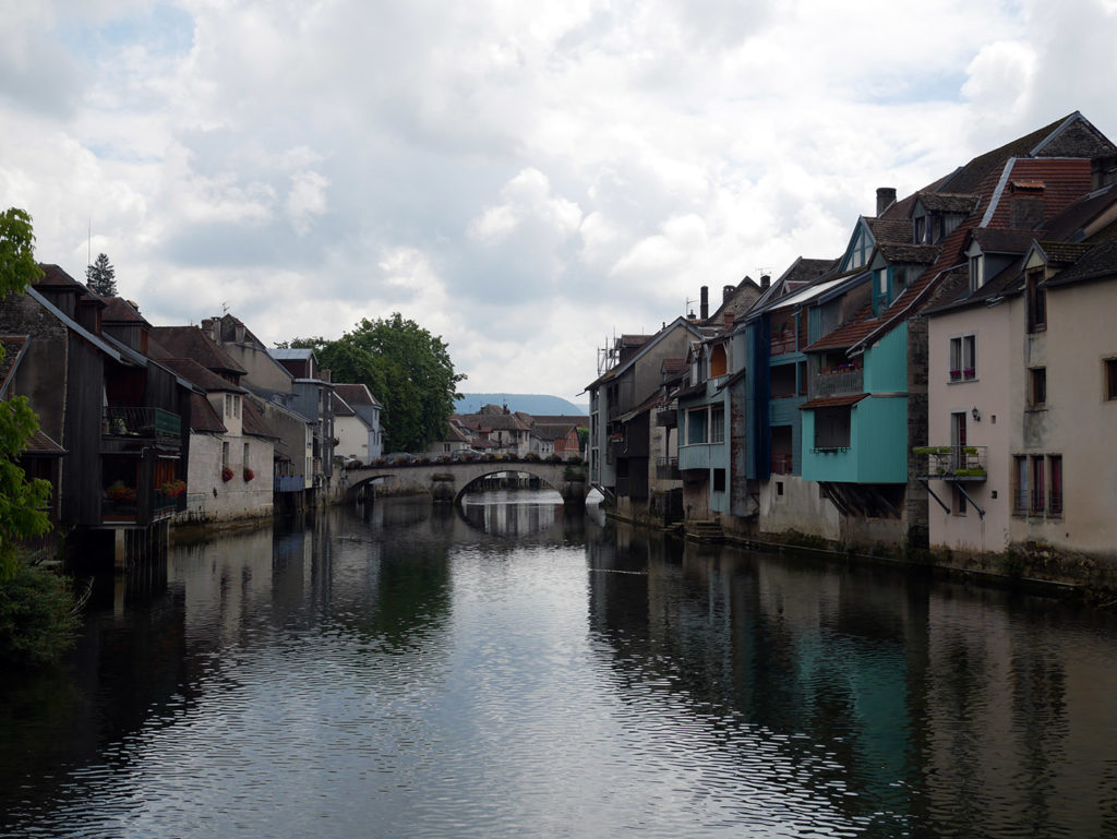 Le village d'Ornans dans le Doubs
