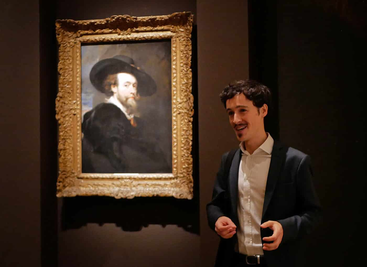 Grégoire Ichou devant l'autoportrait de Rubens