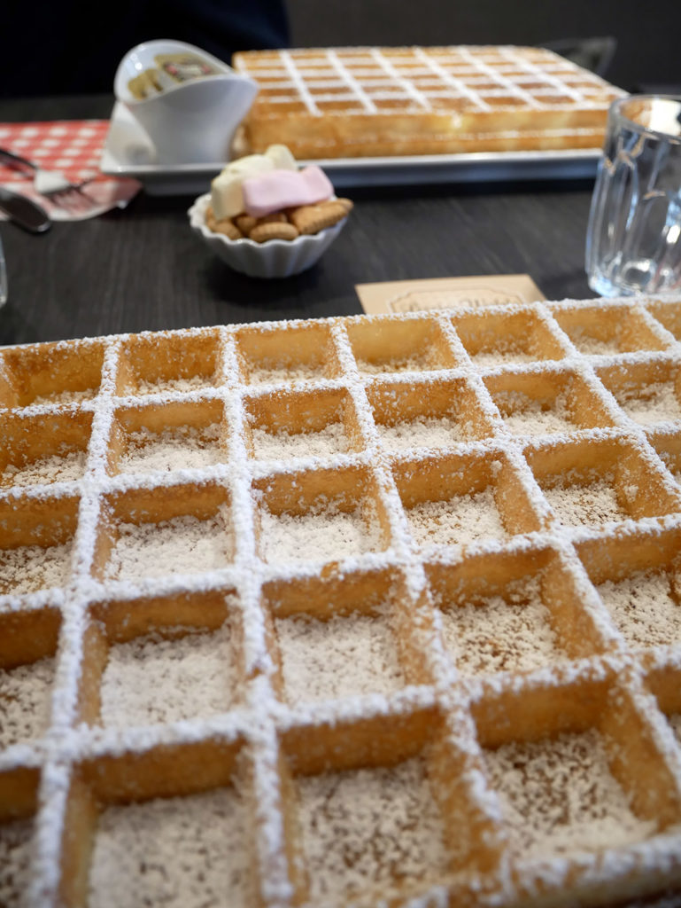 Where to eat a waffle in Bruges