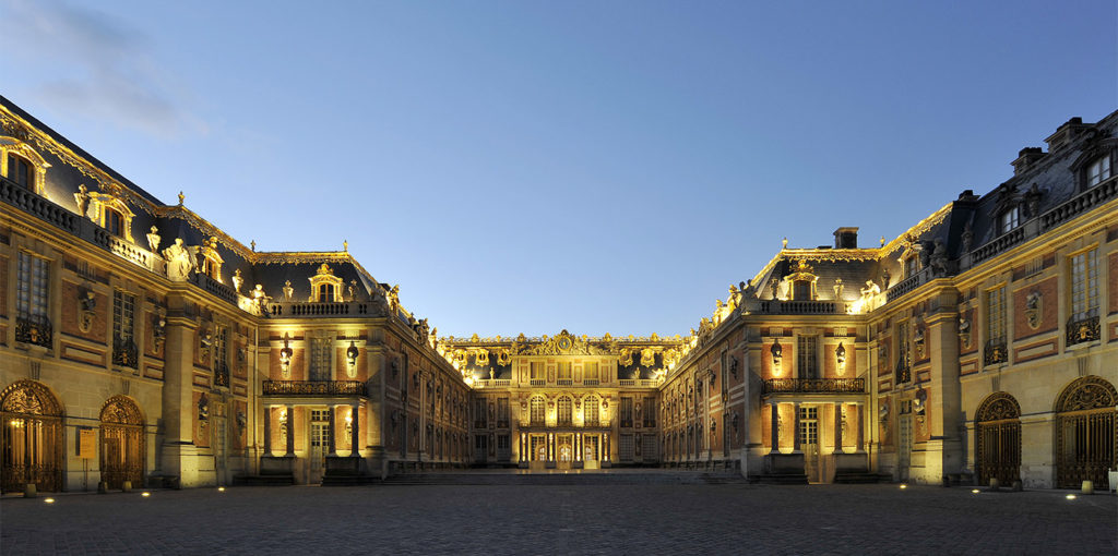Le château de Versailles à la tombée de la nuit © Christian Milet