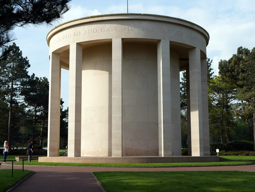 Chapelle du cimetière Américain de Colleville-sur-Mer