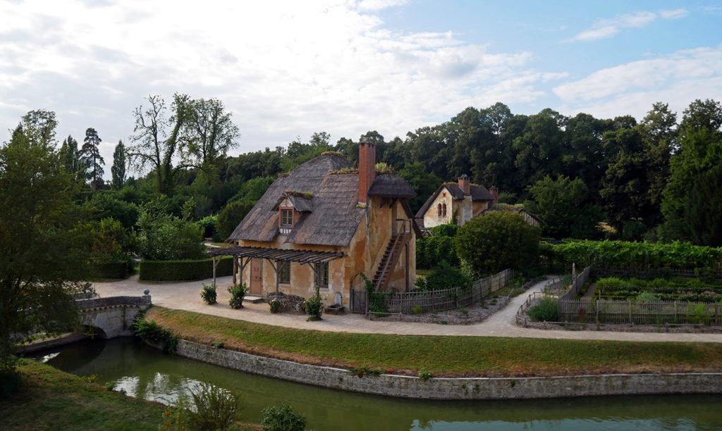 Versailles - Hameau de la Reine - Pigeonnier et maison de garde