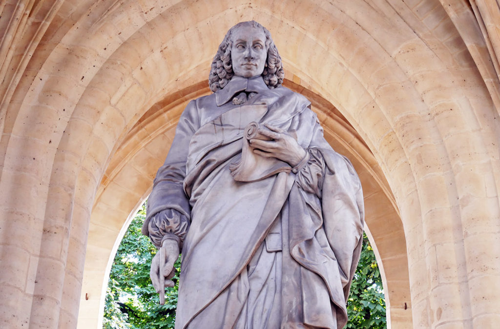 Sculpture de Blaise Pascal sous la Tour Saint-Jacques