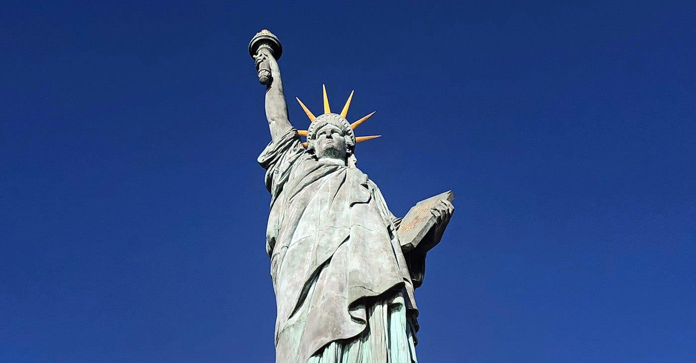 Statue de la Liberté à Paris, sur l'île aux Cygnes