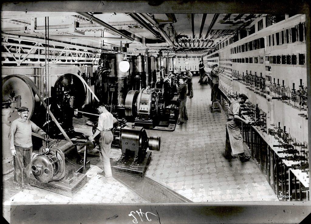 Cabine électrique au Printemps, vers 1924