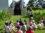 Découverte du Clos du Frac Alsace et du portail d'Elmar Trenkwalder lors d'un rdv avec le jeune public. Photo Frac Alsace
