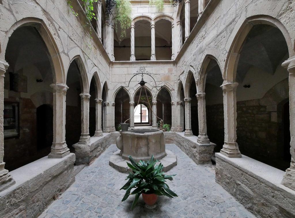 Ancien hôpital de Montblanc
