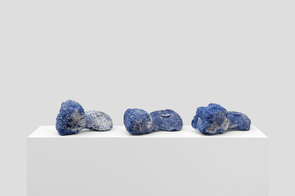 Mehdi-Georges Lahlou - The leftlovers, Oriental Blue (2016-2017) Glass - Private collections - Photo : Hugard & Vanoverschelde