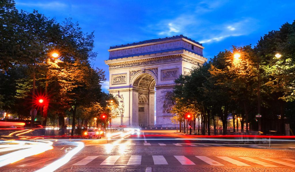 Arc de Triomphe, monument in Paris by night