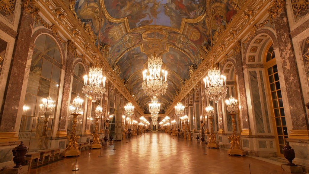 A night in the Versailles Palace - Hall of Mirrors