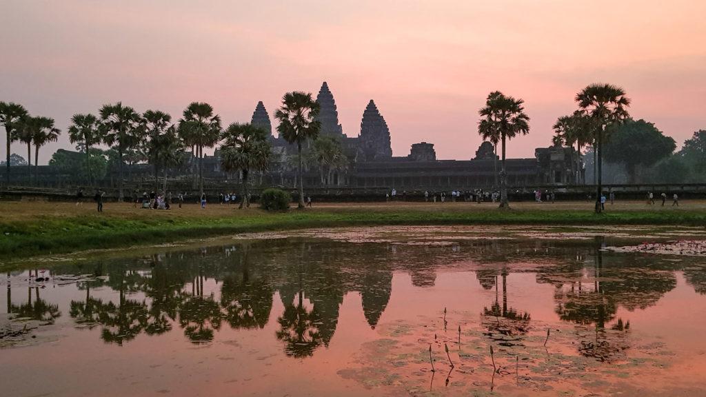 Lever de soleil sur le temple d'Angkor Vat au Cambodge