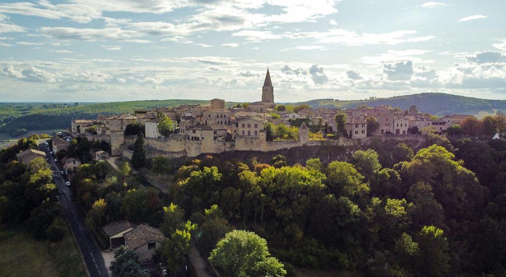 Le village de Puycelsi dans le Tarn