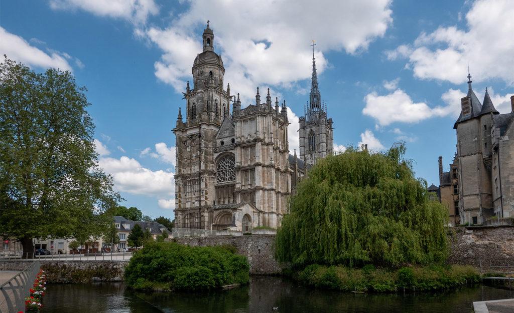 Visit the Evreux cathedral